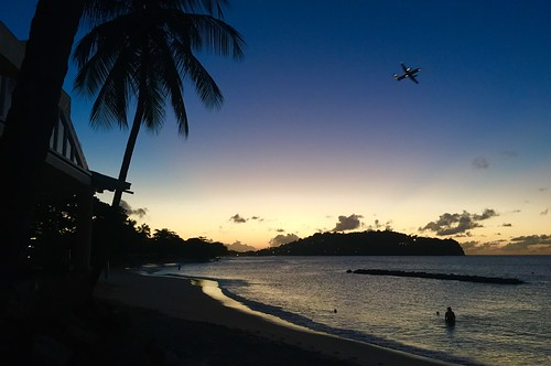 sunset sea mer beach strand airplane meer sonnenuntergang sundown aeroplane caribbean flugzeug takeoff plage stlucia avion rendezvous liat dash8 caraïbes décollage karibik couchedesoleil