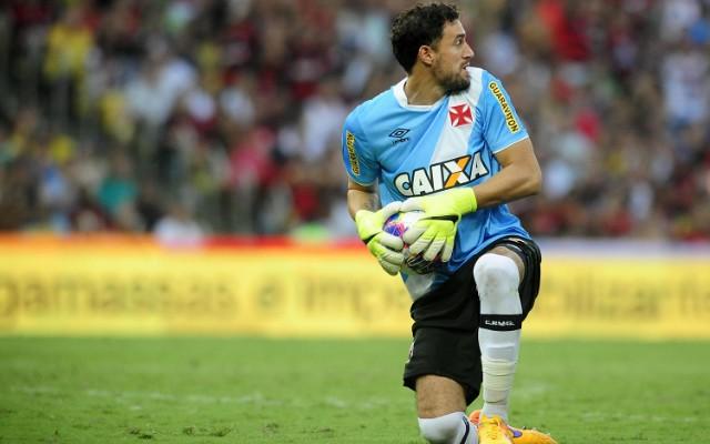 Vasco trabalha para contar com Mart�n Silva no cl�ssico com Flamengo