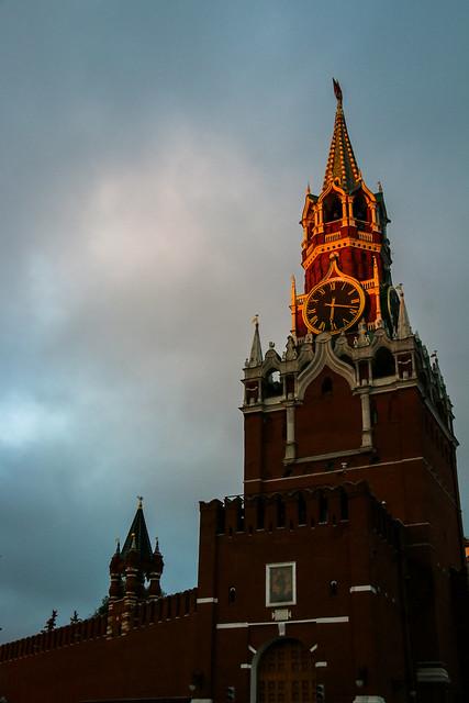 Spasskaya tower at dawn, Moscow Kremlin モスクワ、クレムリンのスパツカヤ塔