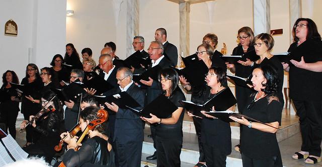 Rutigliano- Il coro della maestra Apollonio rende omaggio alle Nozze d'Oro della Parrocchia- (2)