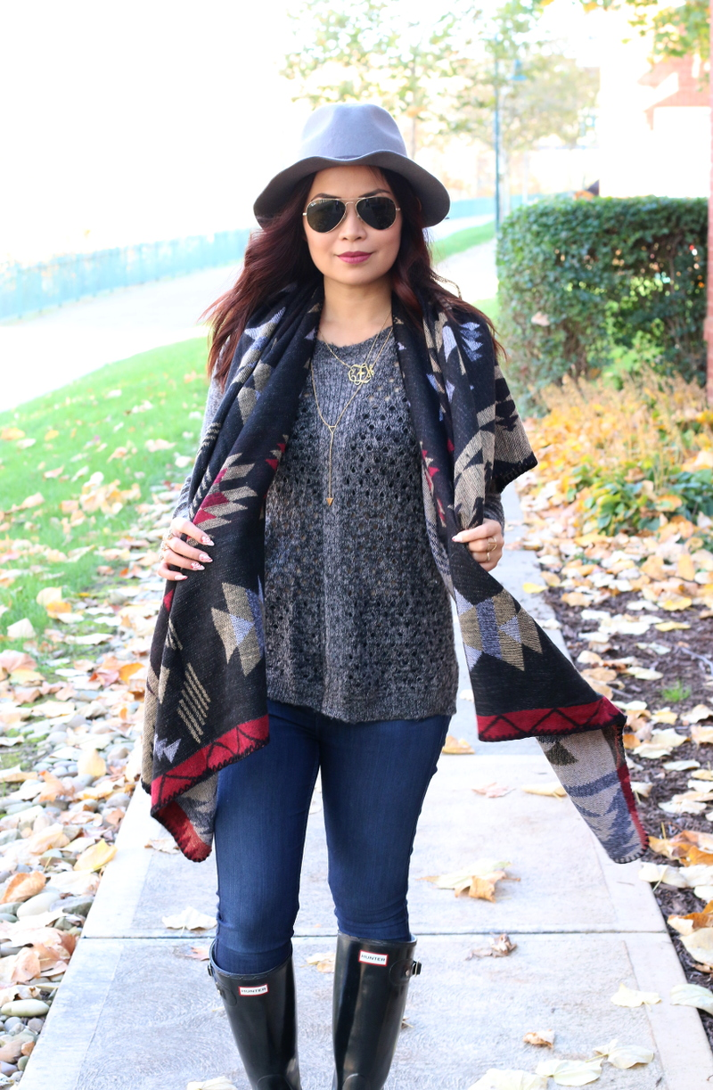 Fall-outfit-poncho-hanging-scarf-2