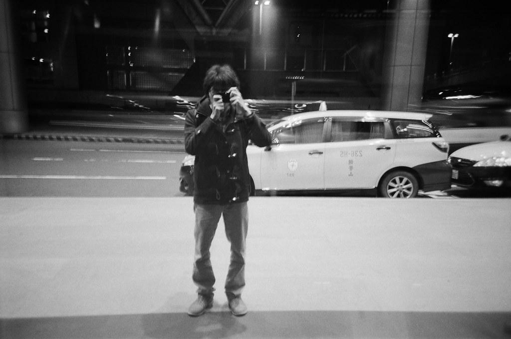 桃園國際機場 TPE / Lomo LC-A+ 2015/12/08 這一天晚上我在桃園機場流浪,好怕自己又買張機票飛去日本,雖然經過香草航空的時候有點衝動!朋友早上要飛往泰國,想說前一天晚上就先來桃園機場拍照,用黑白和 Lomo LC-A+ 拍晚上的機場。  Lomo LC-A+ Kodak TRI-X 400 / 400TX 4780-0010 Photo by Toomore