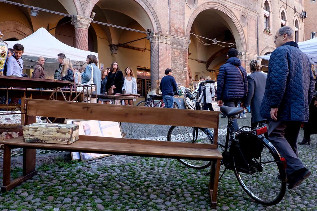 Bologna - Mercatino antiquario di Piazza Santo Stefano