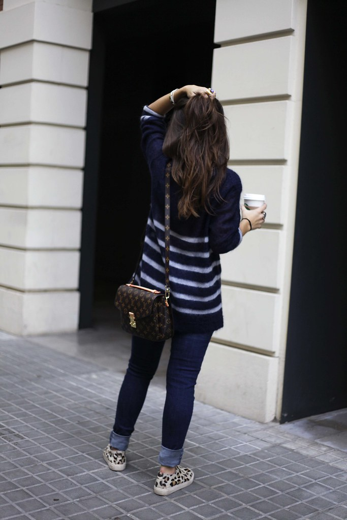 07_CASUAL_OUTFIT_LEOPARD_AND_STRIPES_BLOGGER_BARCELONA_THEGUESTGIRL