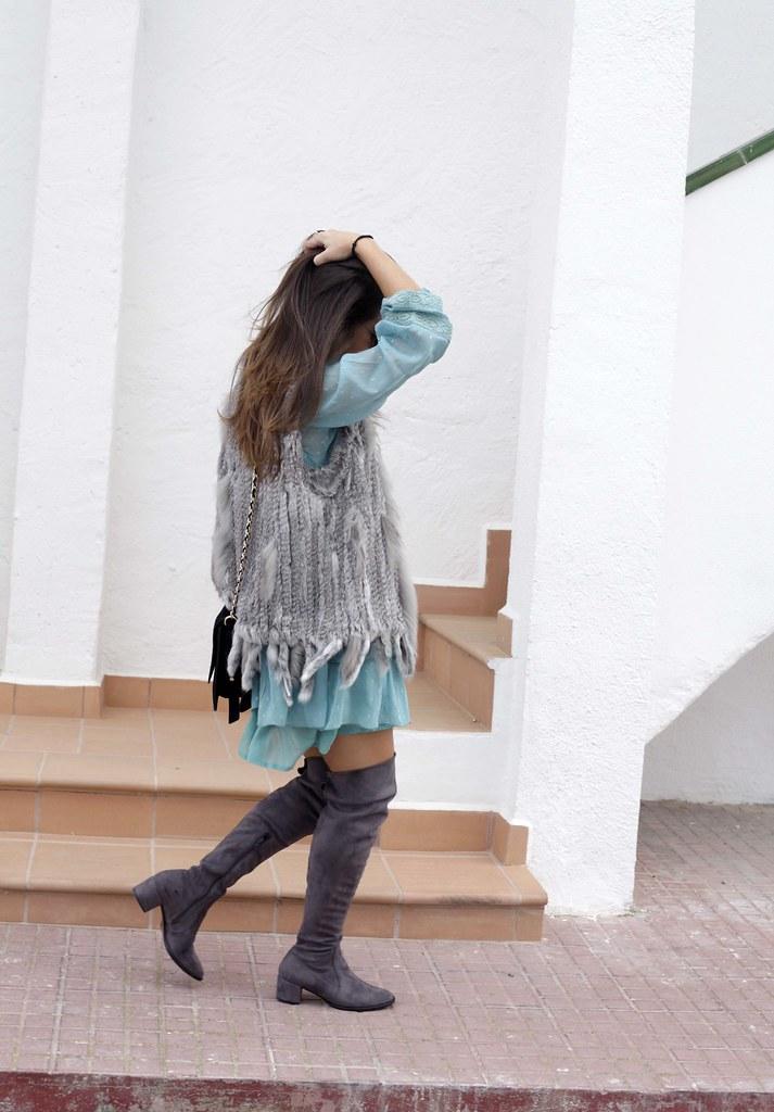 04_vestido_turquesa_y_botas_altas_girses_casual_look_theguestgirl_fashion_blogger_barcelona