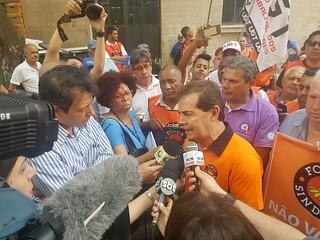 Brasileiros se mobilizam por empregos e por manutenção de direito