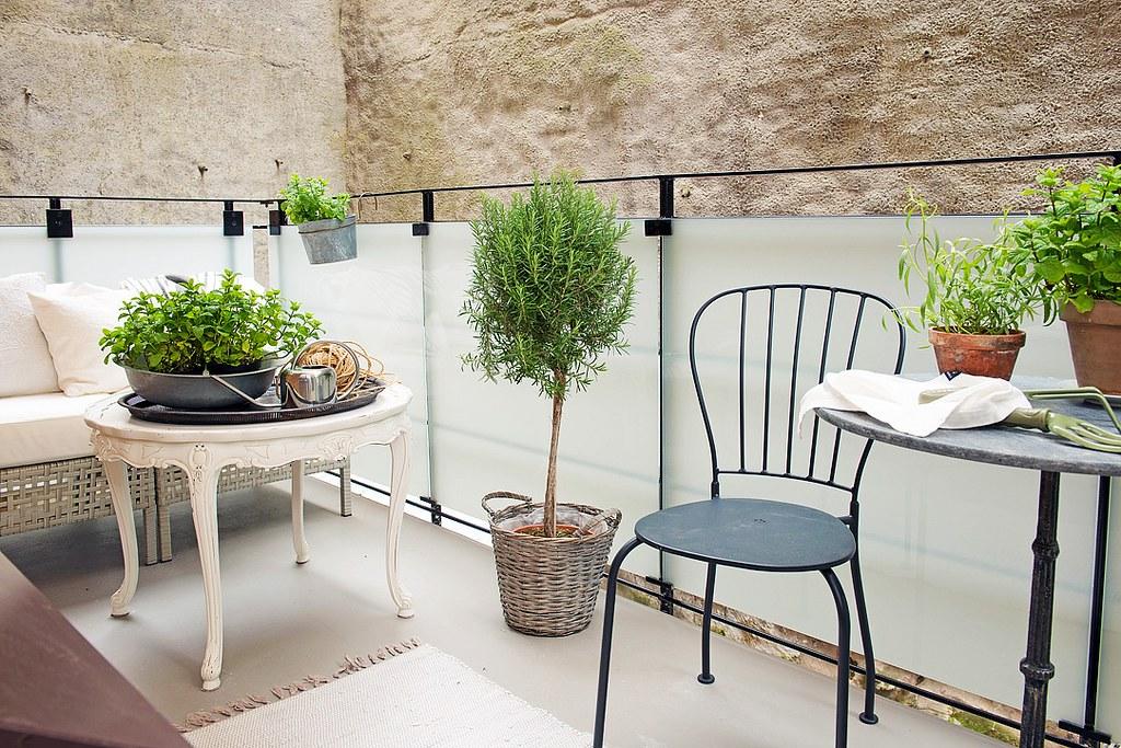 11-outdoor-furniture