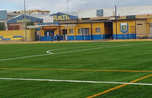 Campo municipal Manuel Adame con césped artificial