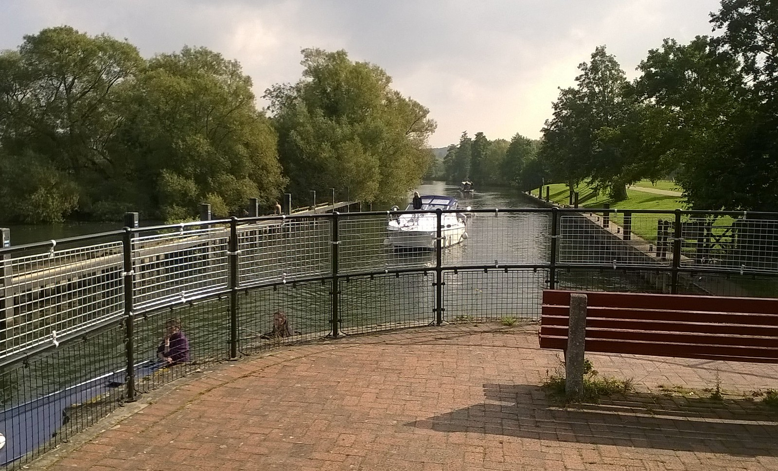 Approaching the lock..... Hambledon