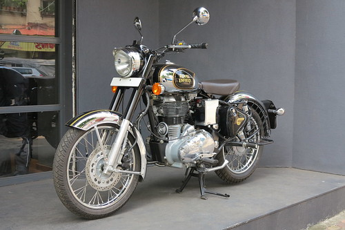 Royal Enfield Classic 500 in Bombay 10.10.2015 3154