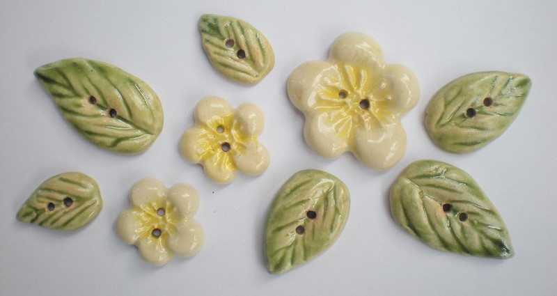 flower and leaf button set
