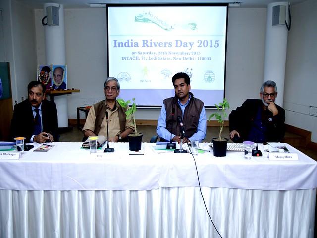 भारत नदी दिवस में अतिथि के तौर पर मनु भटनागर, अनुपम मिश्र, कपिल मिश्र, मनोज मिश्र