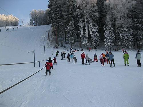 Lyžujte 3 hod. v lyžařském areálu HLINSKO se slevou 43 % kdykoli v sezóně 2015/16