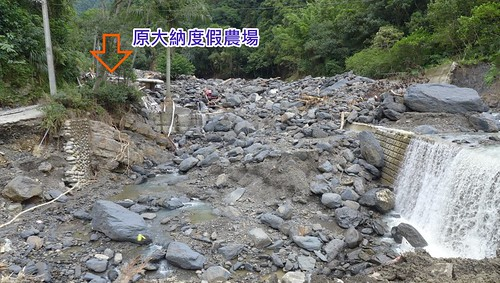 信賢部落烏砂溪旁的大納渡假農場全部沖毀,溪流也改道。