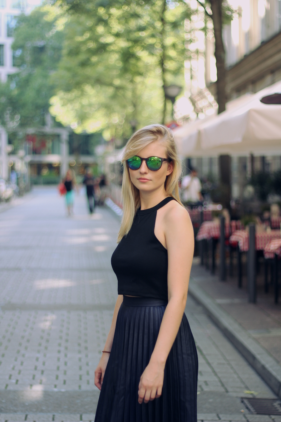 outfit green glasses midi skirt crop top blonde rahmhofstraße frankfurt girly blogger
