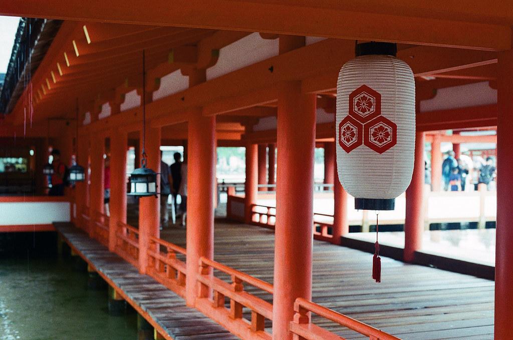 厳島神社 嚴島(Itsuku-shima)広島 Hiroshima 2015/08/31 神社內。  Nikon FM2 / 50mm Kodak UltraMax ISO400 Photo by Toomore