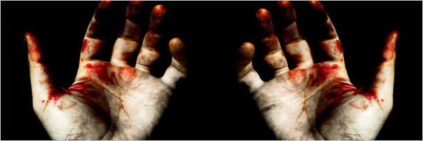 окровавленные руки