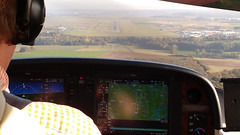 Landing on RWY 12 at LFOB airport - Photo of Pisseleu