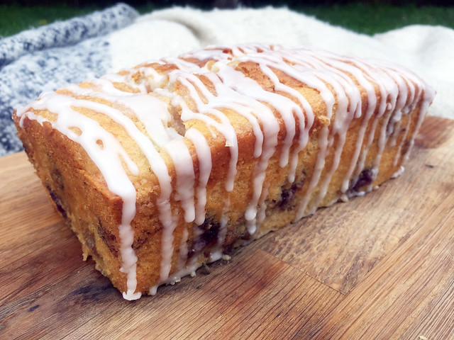 vegan lemon and blueberry drizzle cake 3