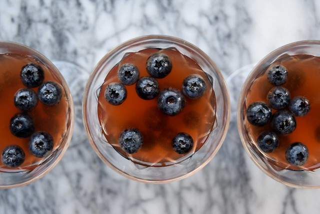 Gin & Tonic Jellies with Fresh Blueberries | www.rachelphipps.com @rachelphipps