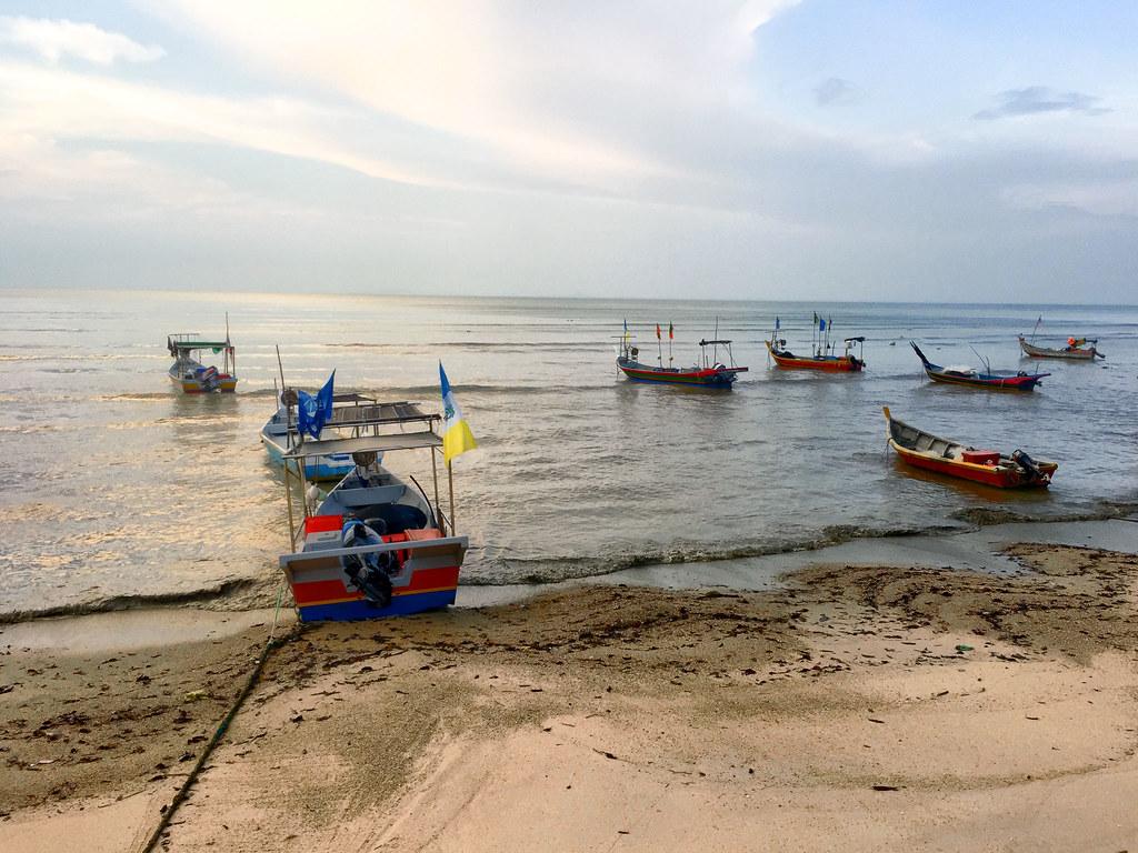 Beach and boats at Tsunami Village Cafe