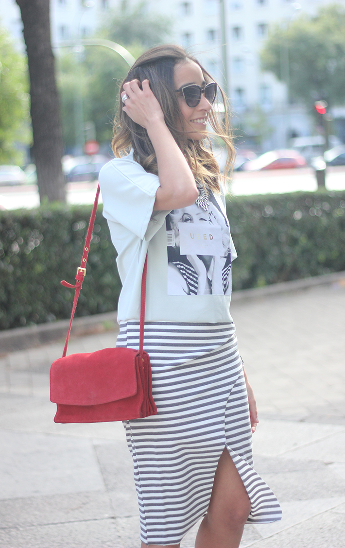 Pencil Stripped Skirt Red Bag Shoes Heels Outfit Tshirt18
