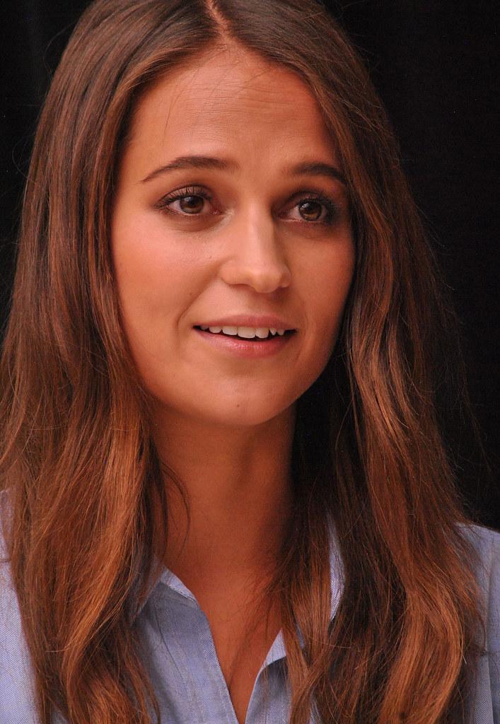 Алисия Викандер — Пресс-конференция «Девушка из Дании» на «TIFF» 2015 – 43
