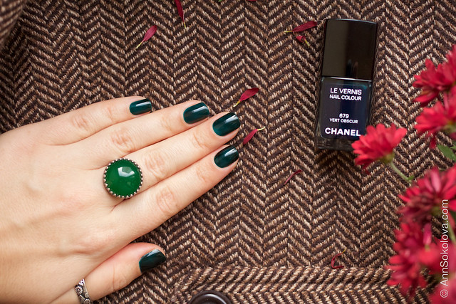 07 Chanel #679 Vert Obscur swatches by Ann Sokolova