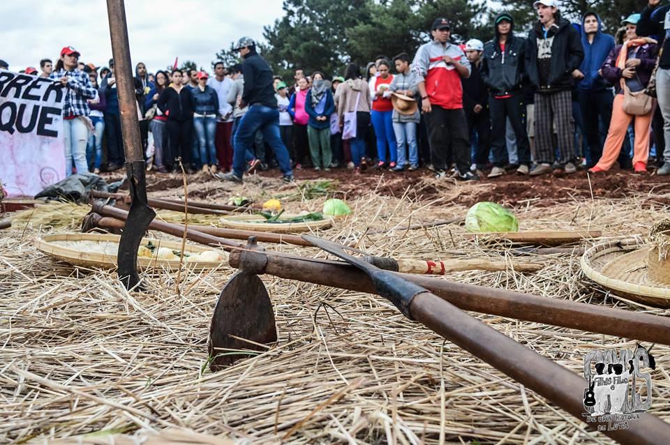 Mística que lembrou os 30 anos da ocupação da Fazenda Annoni foi realizada no último dia do acampamento.jpg