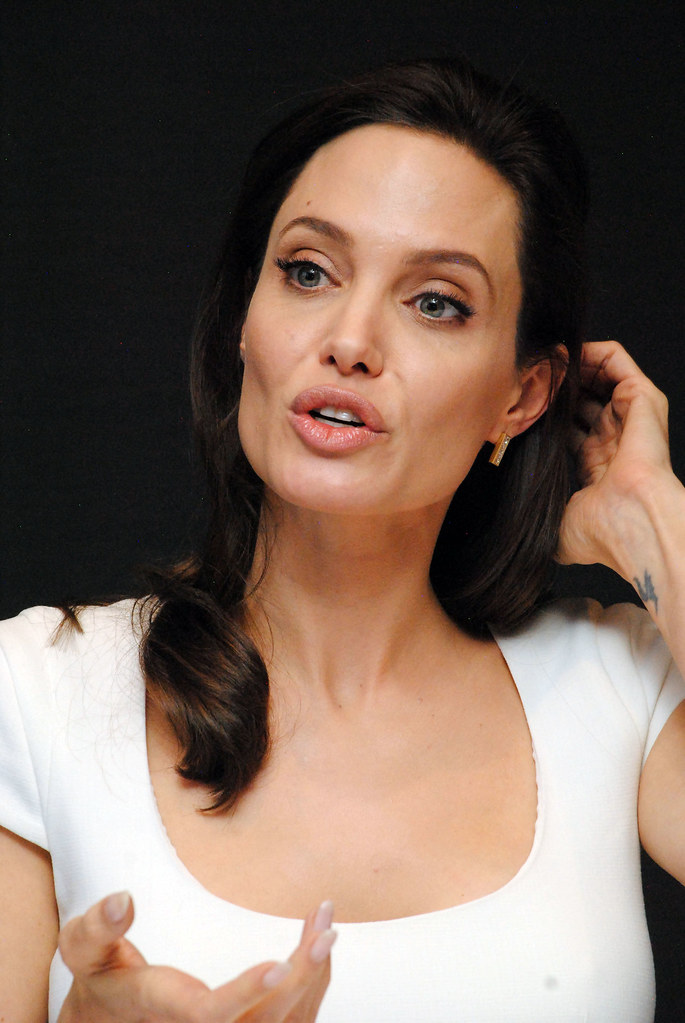 Анджелина Джоли — Пресс-конференция «Несломленный» 2014 – 93