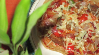 Pan-top wheat chicken capsicum pizza