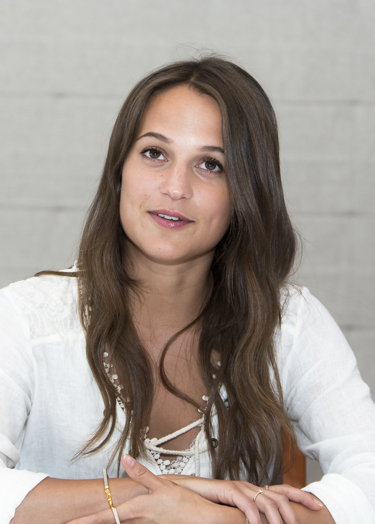 Алисия Викандер — Пресс-конференция «Свет в океане» 2016 – 35