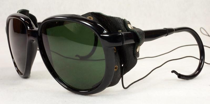 RD14855 Vintage 70s 80s Aviator Ski Motorcycle Sunglasses Black with Leather Side Shield Nylon Frame Japan DSC06468