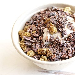 The vanilla date ice cream with coco nibs and dried mulberries. DRIED MULBERRIES are my new favorite thing! They are nature's gummy bears...   #Vegan #vegansofig #whatveganseat #veganism #veganicecream #kippys #veganfoodporn #veganfoodshare #bestofvegan #