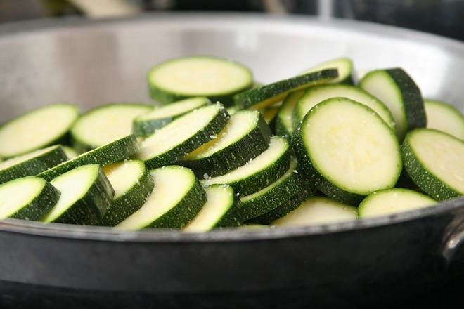 zucchini ricotta crostini 5