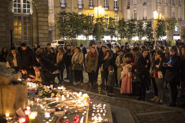 Rennes : Premier rassemblement d'hommage aux victimes de l'attentat de Paris.