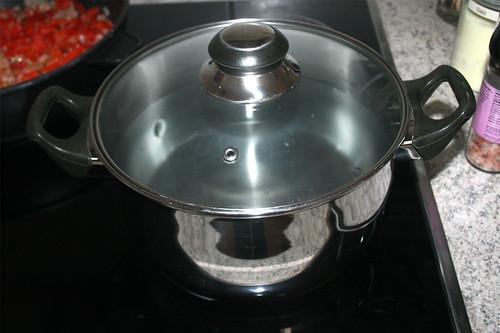21 - Wasser für Nudeln aufsetzen / Heat up water for noodles