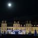 Illuminations au château de Fontainebleau sous la pleine lune de Noël by alexisorloff