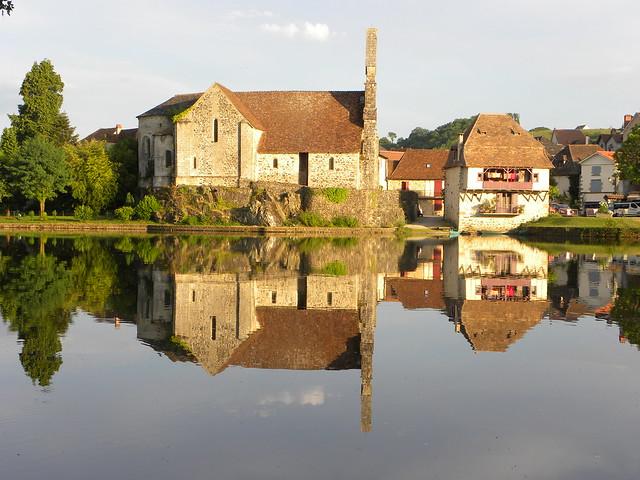 Symétrie, Beaulieu-sur-Dordogne, Corrèze, France.