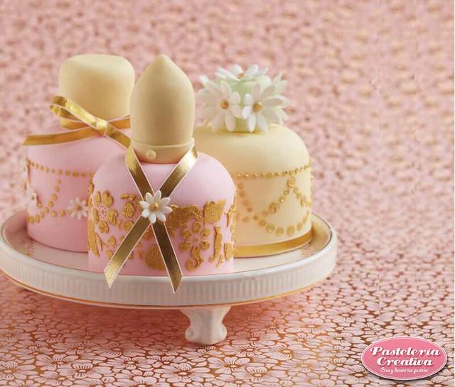 Perfume Cake by Pastelería Creativa