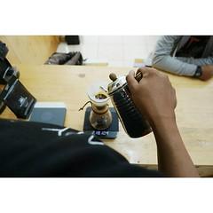 Pada minggu ini, kopi dalam tajuk #KopiUntukSemua adalah Arabika Pekalongan. Kopi tersebut kopi terbaru yang hadir di #Philocoffee. Dan, seperti biasa, #KopiUntukSemua itu gratis seperti mentari yang menghangatkan pagi.  #kopiIndonesia #KopiPekalongan