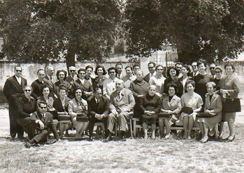 Casamassima-La Scuola Elementare Guglielmo Marconi compila seconda da sinistra, maestra Teresa Lacasella, moglie del cav. Nanna