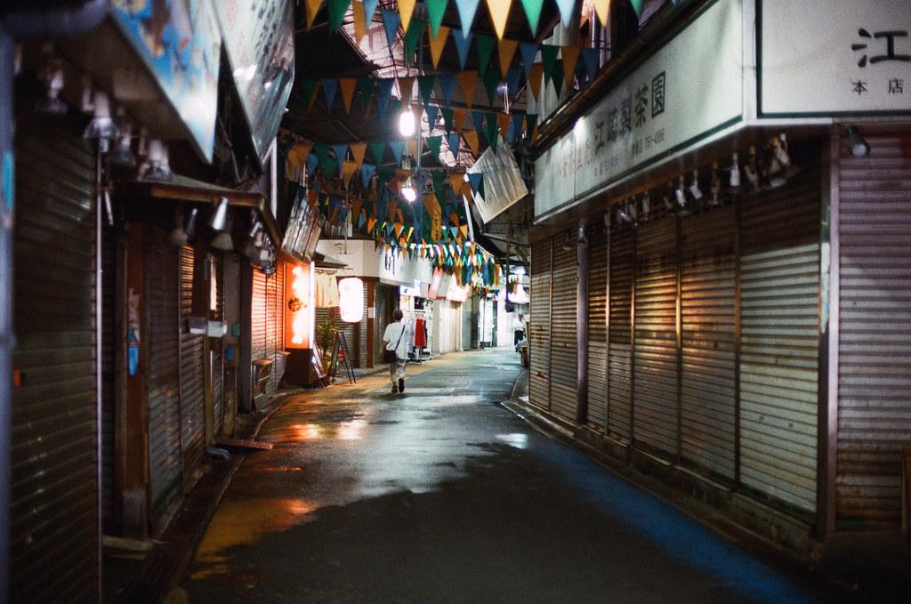 柳橋連合市場 福岡 Fukuoka 2015/09/04 後來我就用走的一路走回博多,中間有經過一個市場。  Nikon FM2 / 50mm Kodak UltraMax ISO400 Photo by Toomore