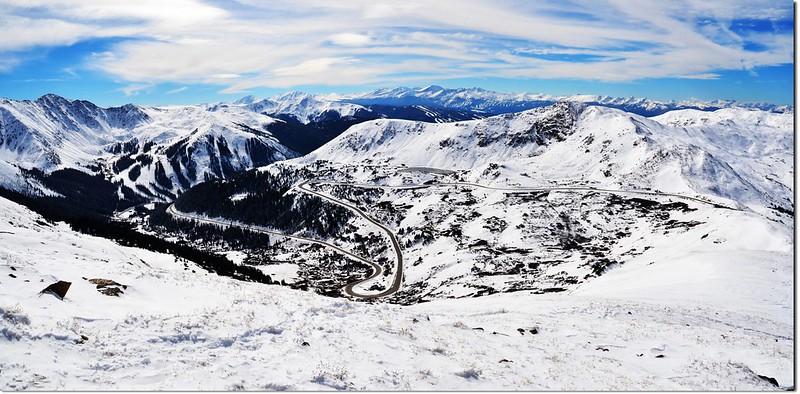 Overlooking down the Loveland Pass from Mount Sniktau ridge