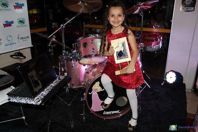 Mais jovem baterista feminina