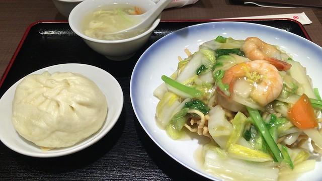 551 蓬莱 梅田大丸店 イートインカウンター