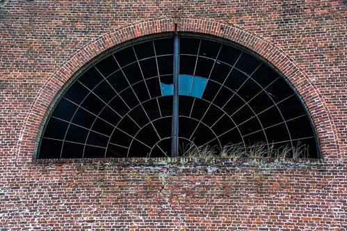 Gors-Opleeuw, raam van manege