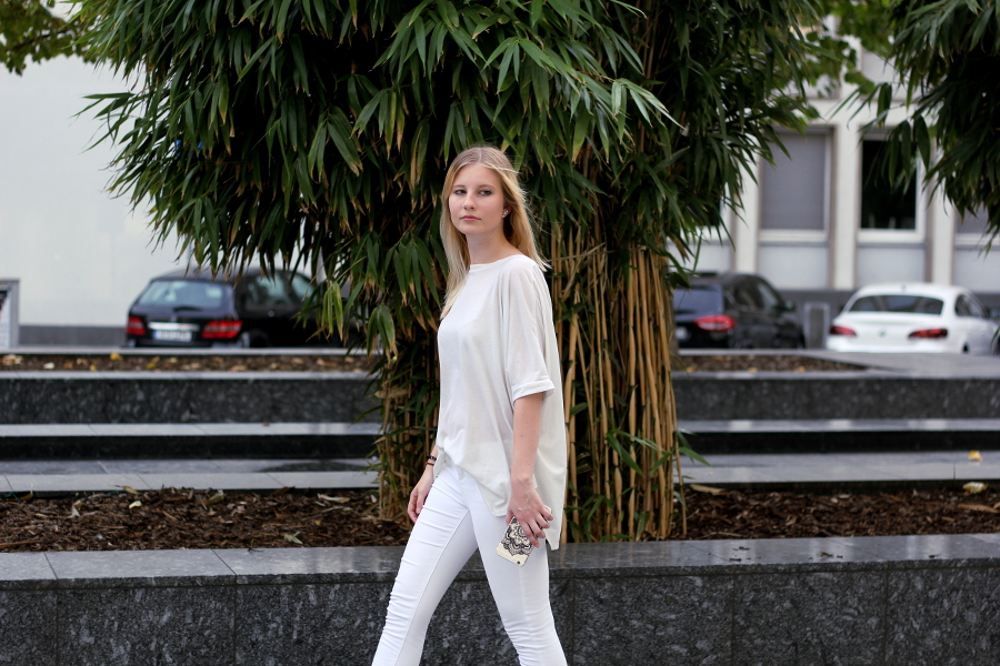 outfit-blonde-street-style.blogger-fashion-weiss-white-all-over-iphone-6-plus-german-frankfurt-bamboo