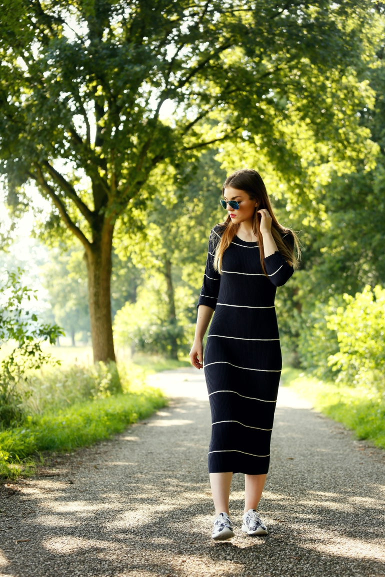 maxi jurk, gestreepte jurk, mango jurk, outfit, nike roshe run, nike roshe run palm tree, palmboomprint, nike roshe run, maxi dress, mango premium, ray ban, ray ban mirror aviator, fashion is a party, fashion blogger, arnhem, zomeroutfit