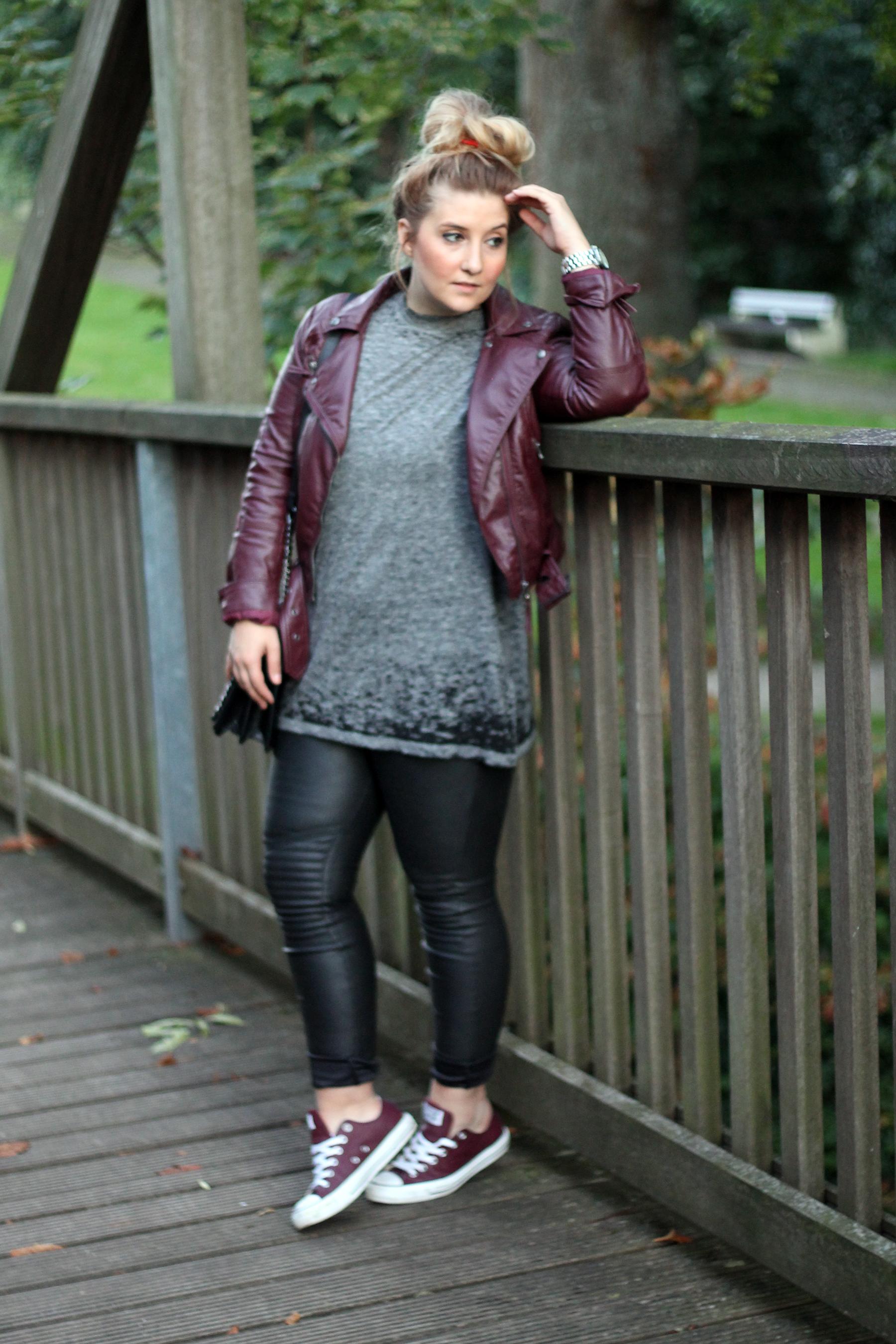 outfit-look-style-hm-lederjacke-lederhose-chucks-converse-rot-trend